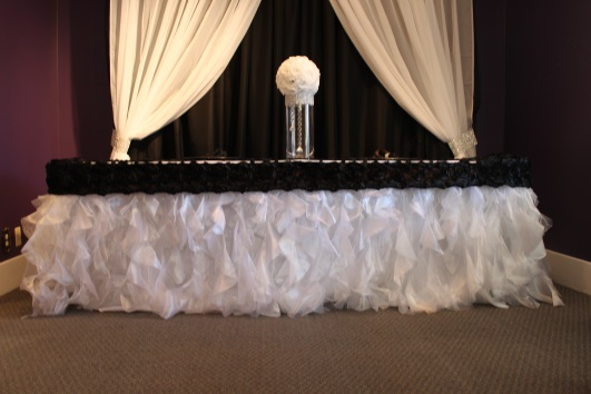 Exceptionnel Beautiful Tutu Tableskirt. White Tutu Tablecloth